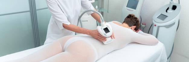 mujer masaje lpg malla blanca
