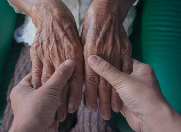 Cuidado de manos y la edad