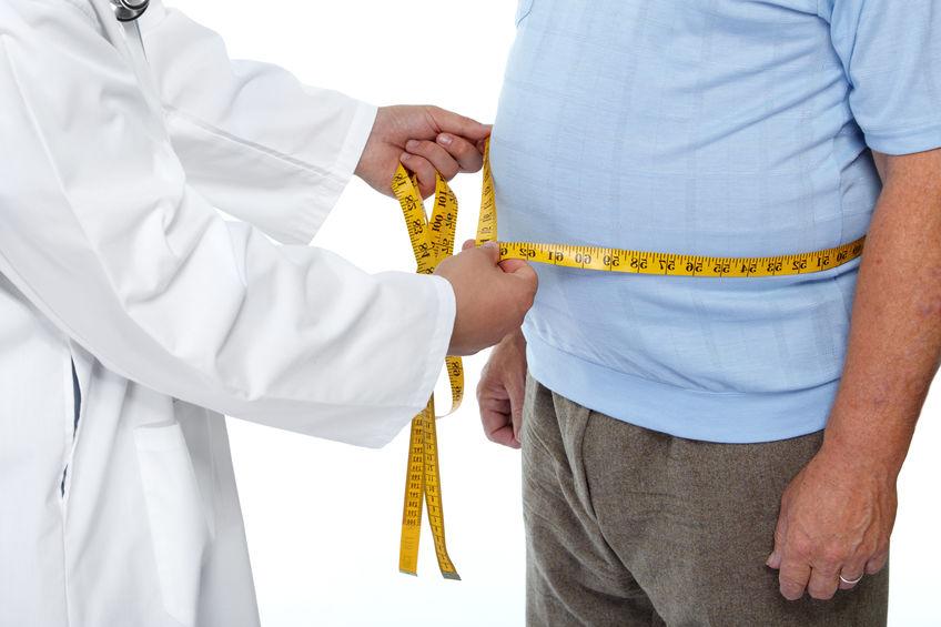 médico y hombre obesidad